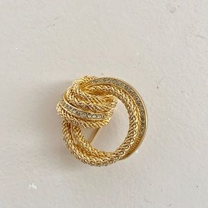 Gold plate and crystal brooch pin